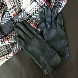 Accessories - Black leather gloves, M